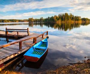 Ранним майским вечером на лодочном причале на Михайловском озере.